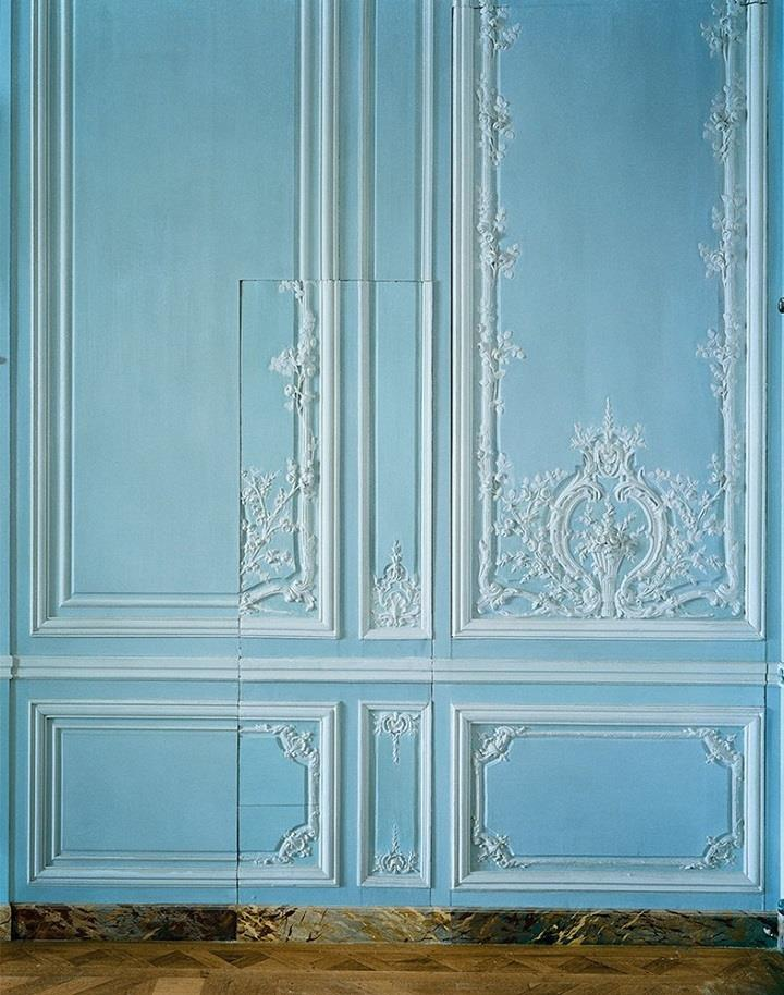 Robert-Polidori-blue-wall